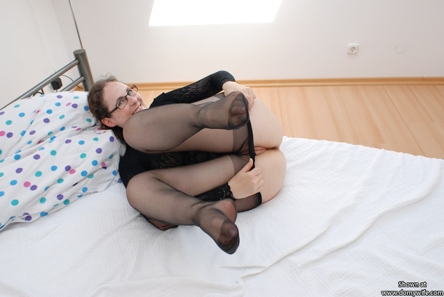 ausziehen - taking the pantyhose off