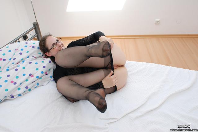 ausziehen - taking the pantyhose off