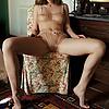 Victoria desnuda sin sus lentes: Viki con ropa int…